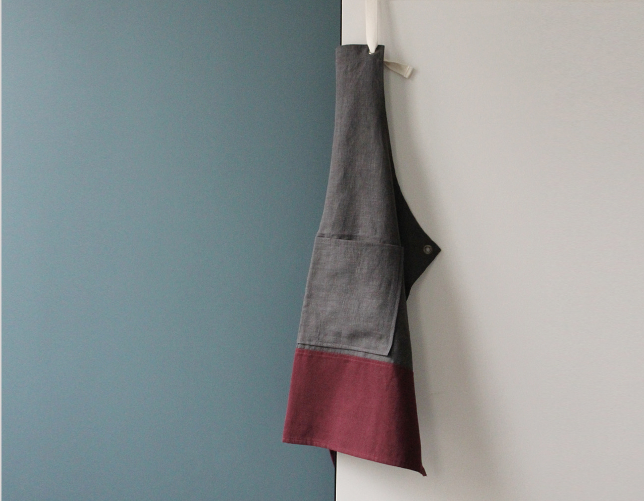 COLOR BLOCK APRON_Gray/Burgundy