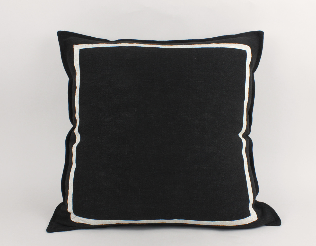 BLACK CHUNKY LINEN CUSHION