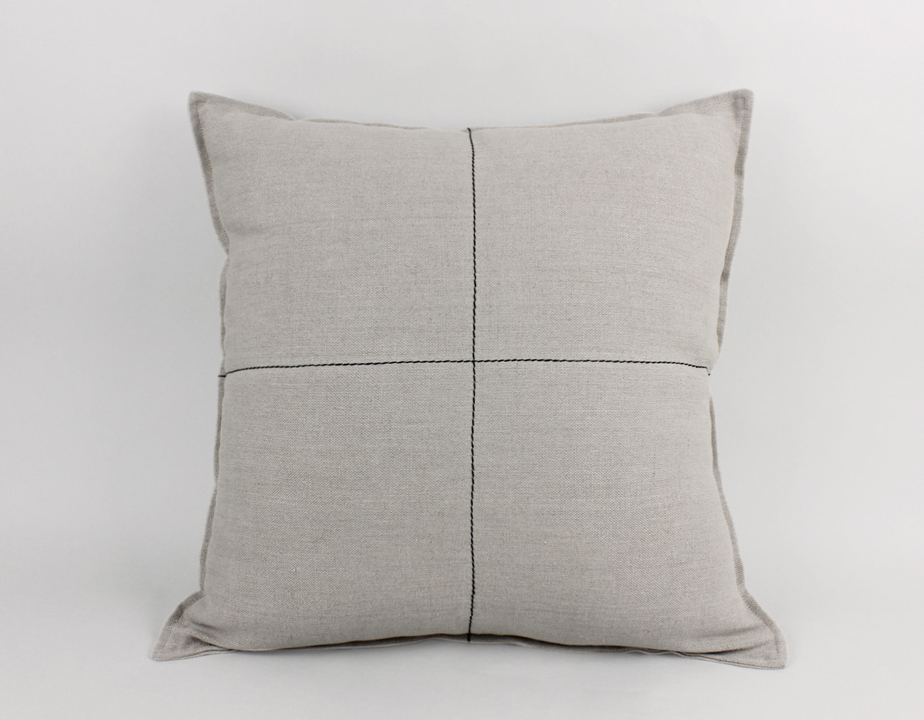 LINEN STITCH CUSHION_BLACK CROSS
