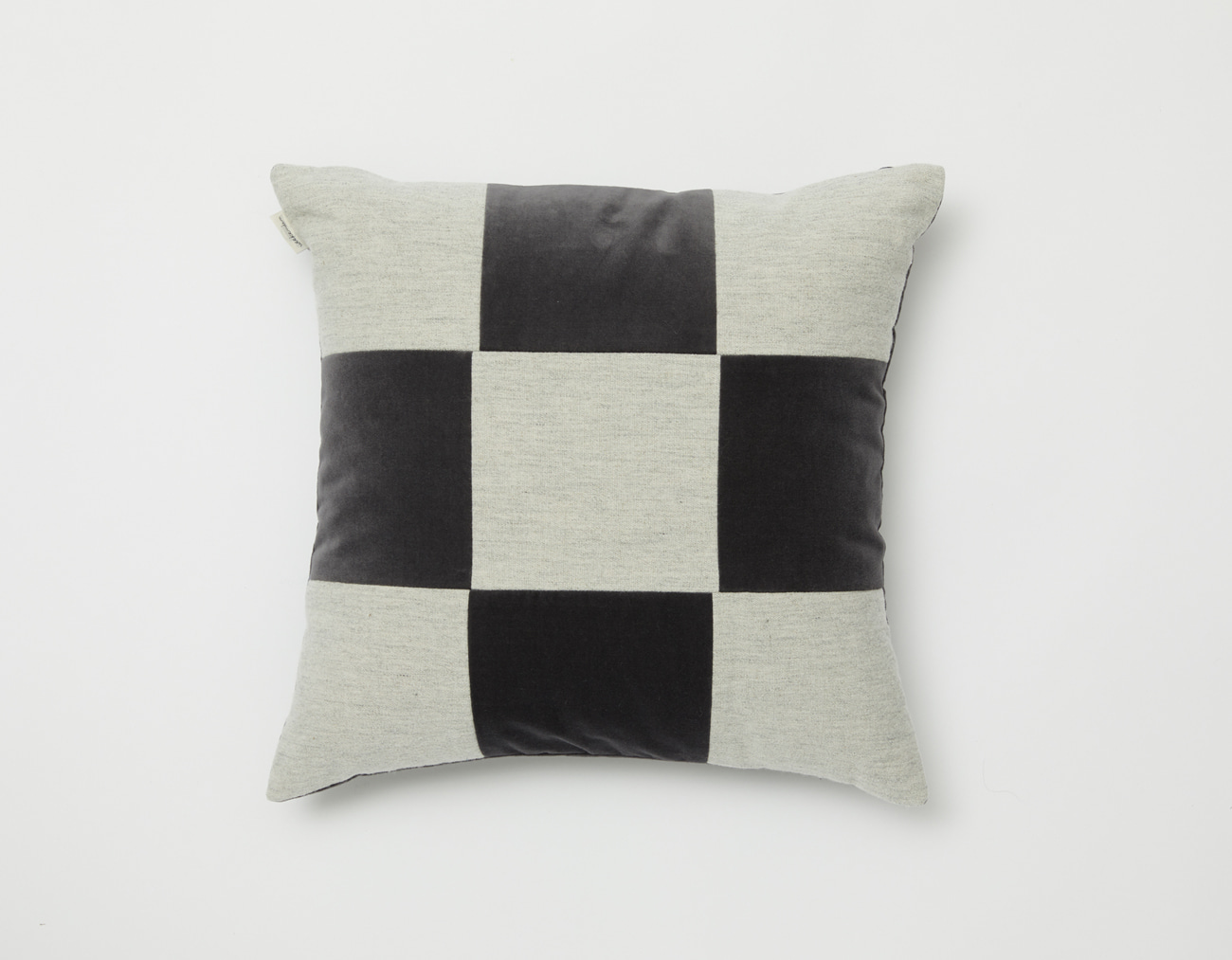 VELVET CHECKERED CUSHION_4545DARK GRAY