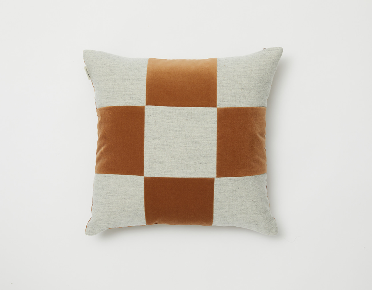 VELVET CHECKERED CUSHION_4545CAMEL